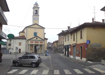vista della piazza di Miradolo Terme, paese nel quale opera la nostra azienda di elettricista